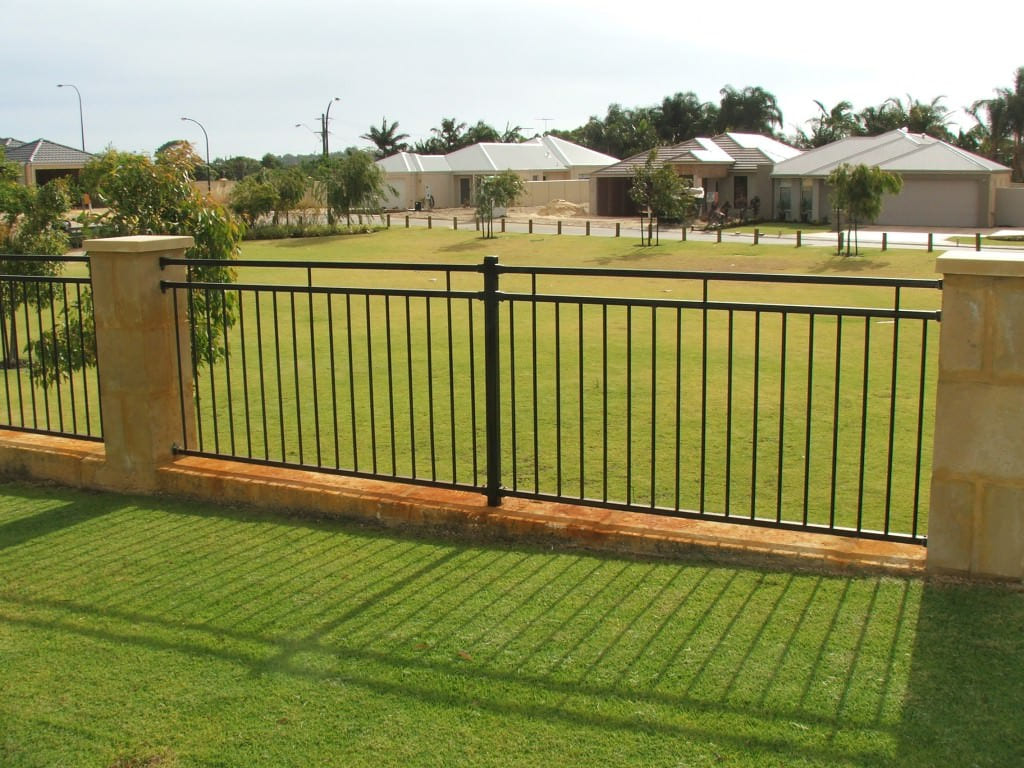 Simphome.com inexpensive backyard fencing real bar and bistro best backyard in cheap backyard fence ideas