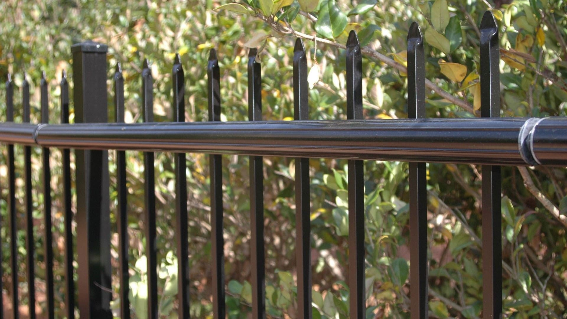 10. Simphome.com Coyote Roller for the Top of a Fence
