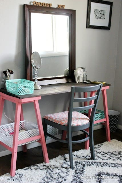 3.Simphome.com DIY Chair and Table on a Budget