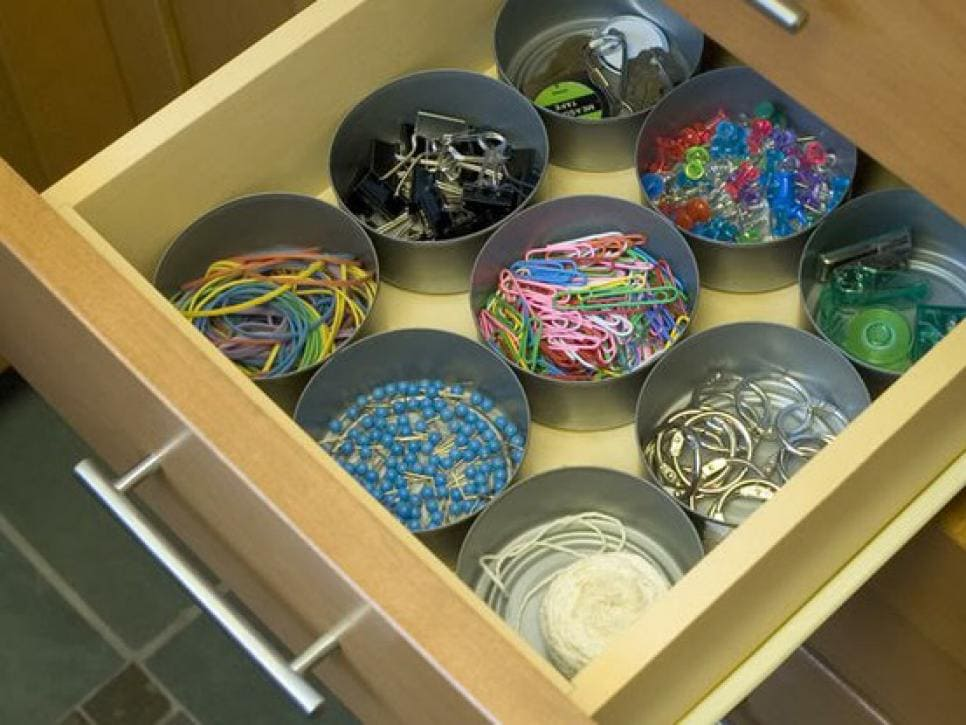 4.Simphome.com Ditch the Clutter with Tuna Can