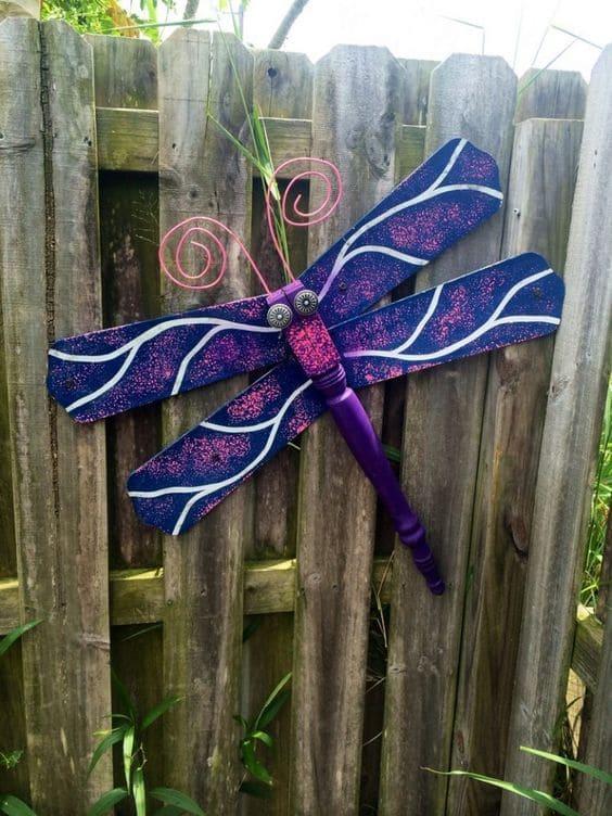 6.Simphome.com Giant Dragonflies