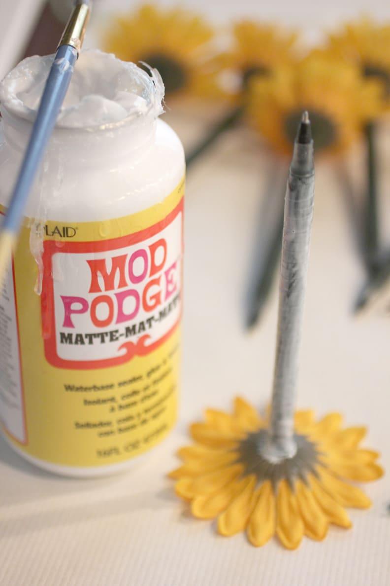 10.Simphome.com Floral Pen Flower Pot