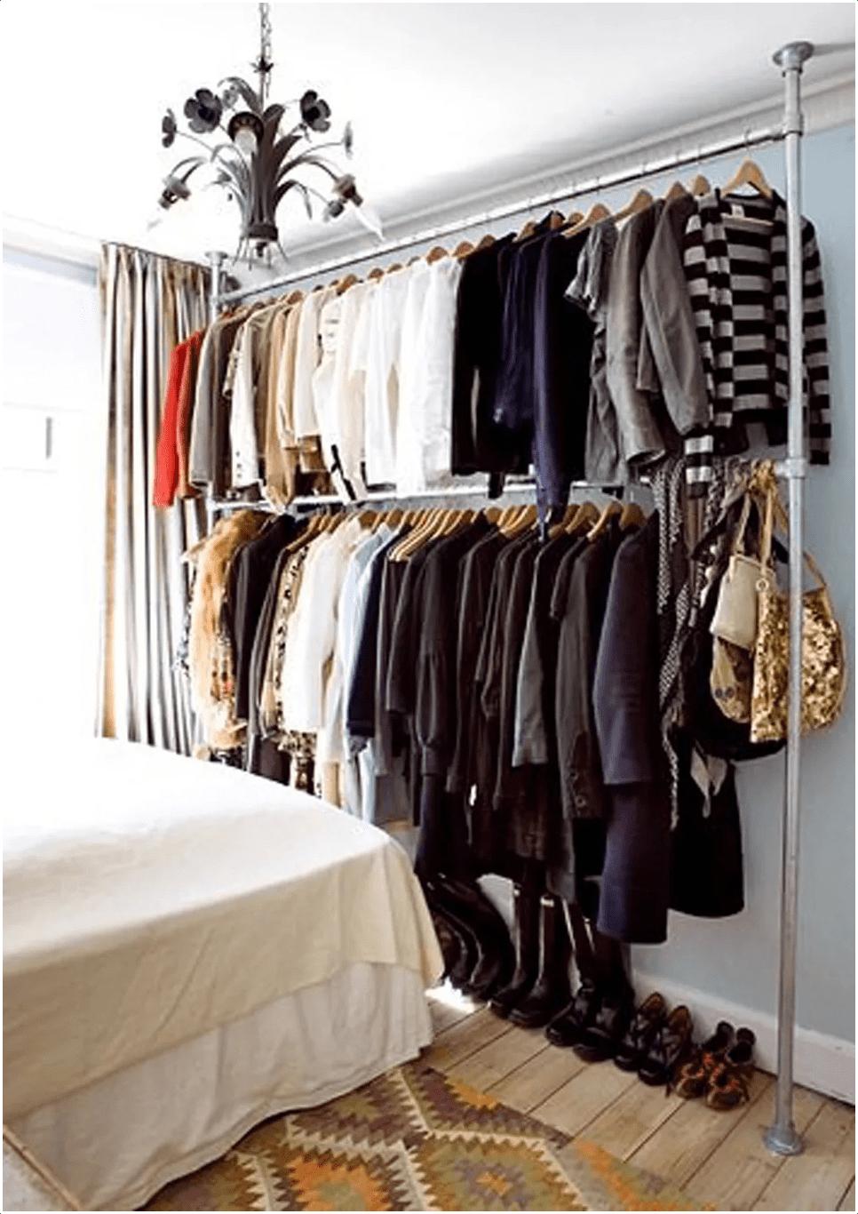 5.Simphome.com A DIY Pipe Closet Rod idea