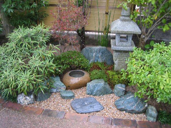 9.Simphome.com Small Rock Garden Ideas