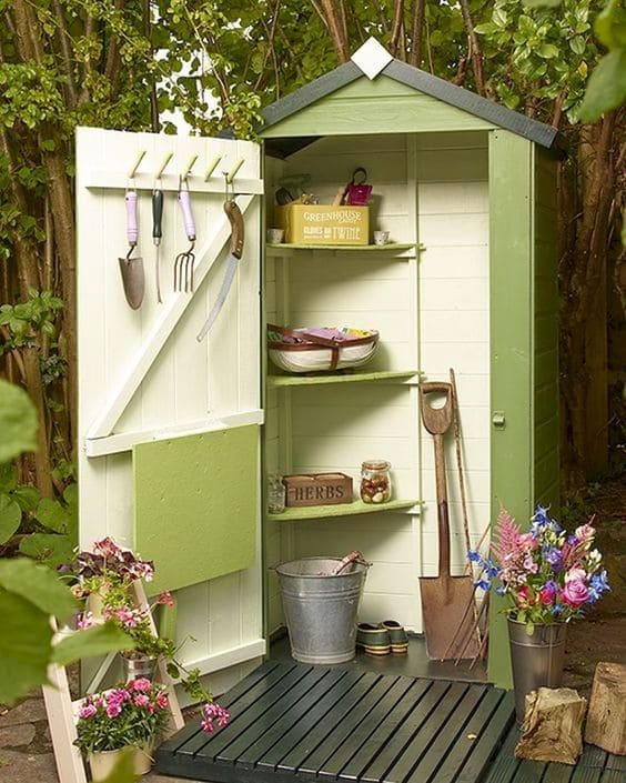 4.Simphome.com Petite Gardening Shed from Old Doors Project idea 2