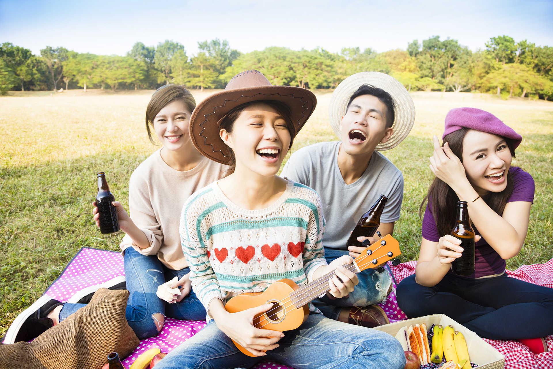 2.Play the Music via Simphome.com