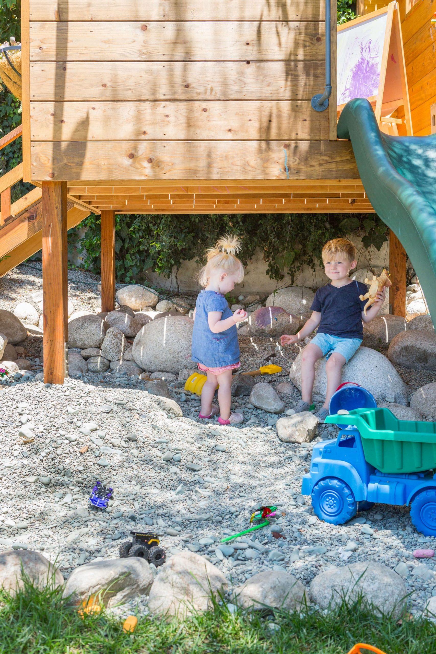 9.Simphome.com Kid Friendly Backyard 2