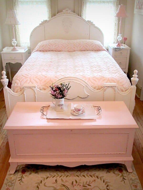 3.Shabby Chic Bed Idea via Simphome.com