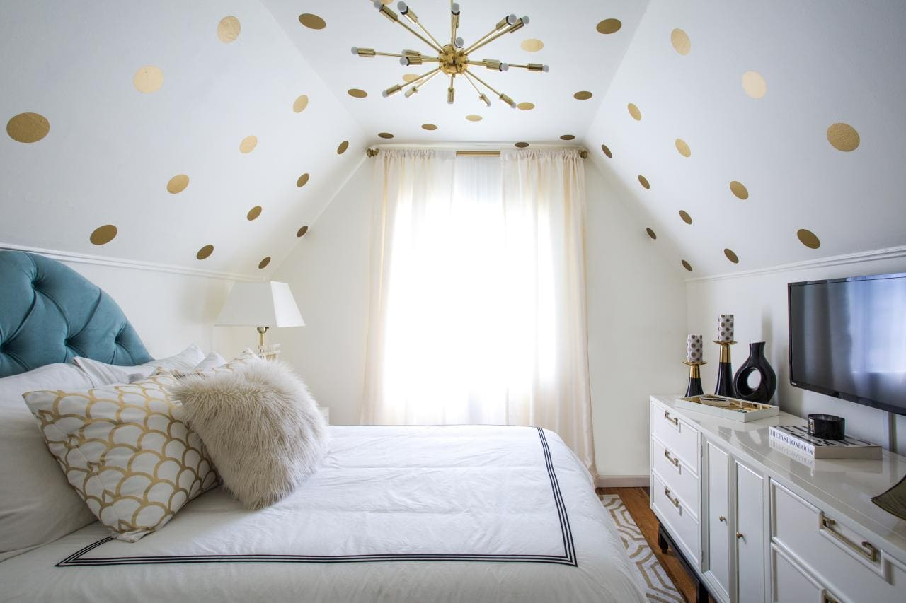 5.Arrangement Ideas for Bedroom with Sloped Ceiling by Simphome.com