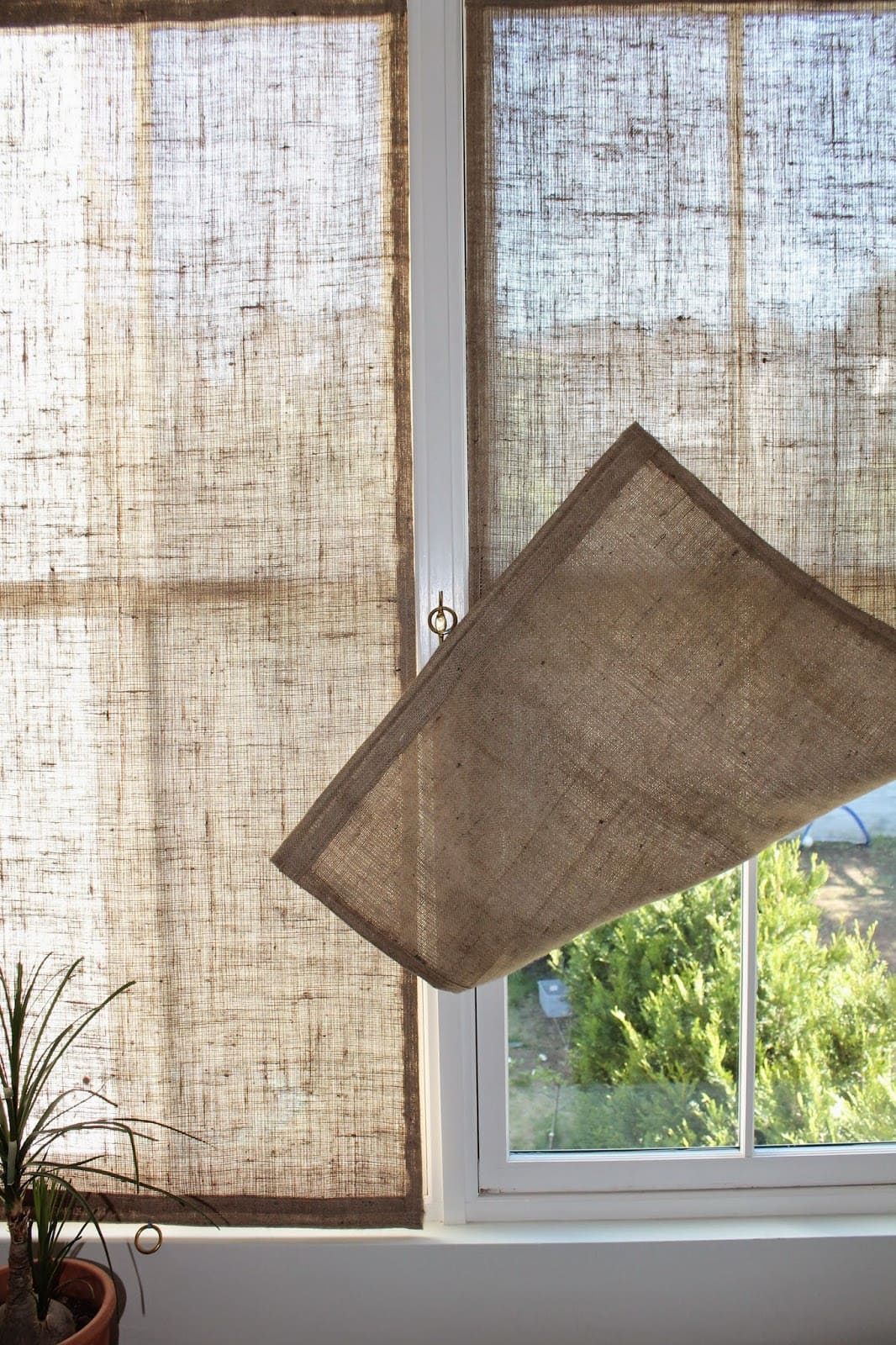 10.Burlap Window Shades via Simphome.com