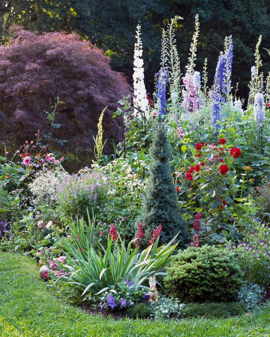 2.Low Maintenance Cottage Garden via Simphome.com