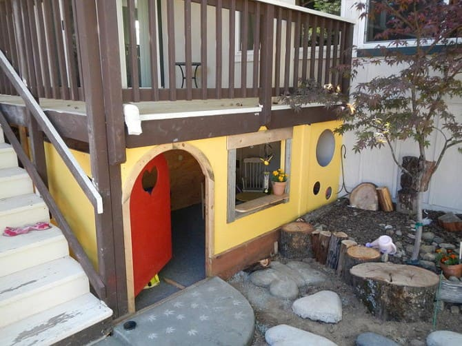 2.Playhouse under the Deck via Simphome.com Under the Deck