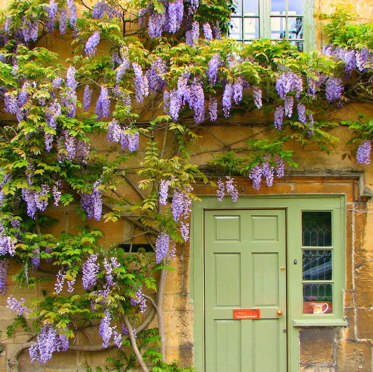 8.Dress Up the Arbor and wooden door via Simphome.com