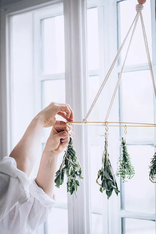 2.Hang Dry Herbs the right way via Simphome.com