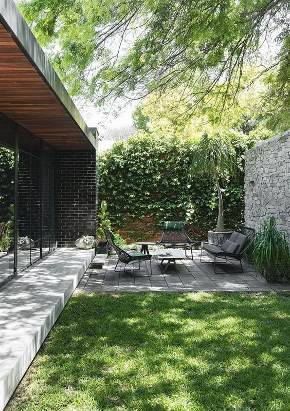4.Choose focal elements of your backyard via Simphome.com