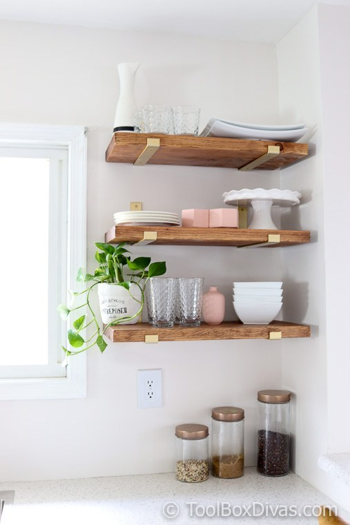 5.Use Open Shelves for A Natty Farmhouse Facade via Simphome.com