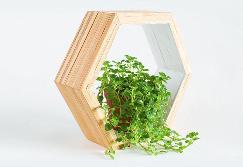 7.DIY Recycled Chopsticks Have Turned into Honeycomb Shelf via Simphome.com