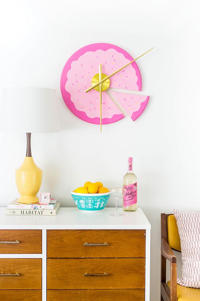 8.DIY Sliced Cake on the Wall Project Idea via Simphome.com