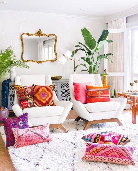 1.A Bench and a Chair via Simphome.com