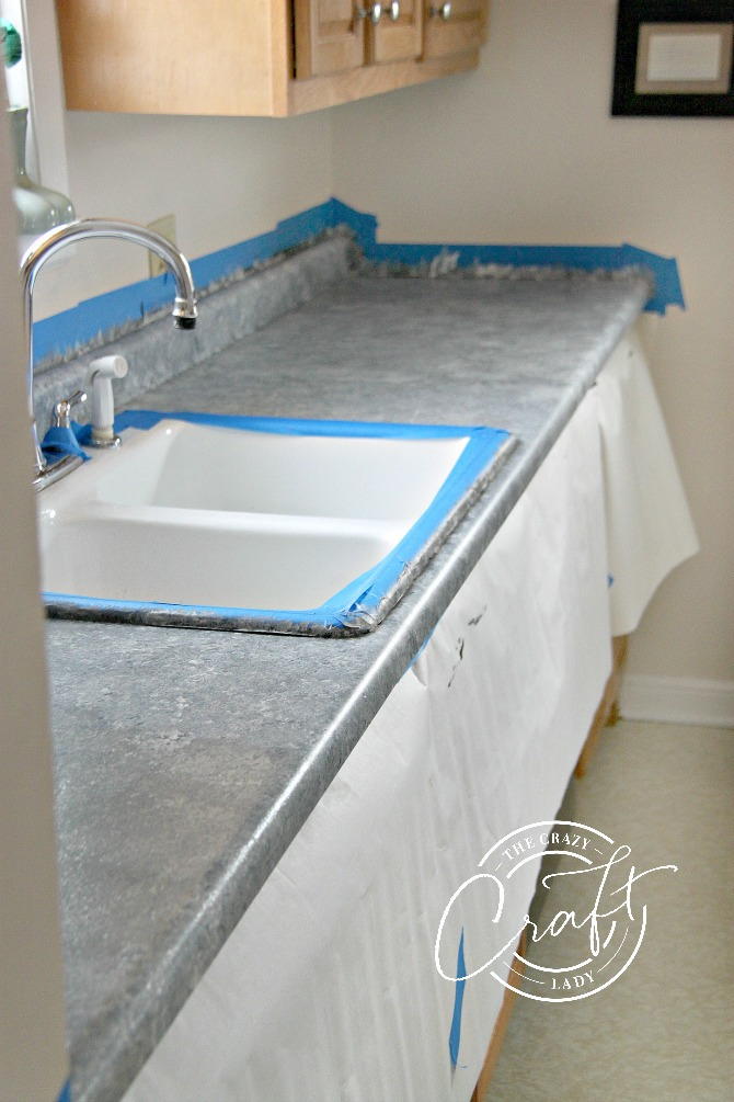 11.Paint laminate counters the right way via Simphome.com