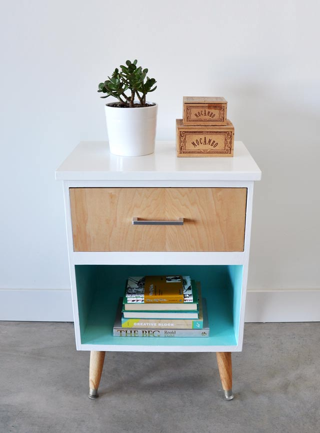 5.DIY Vintage Night Stand via Simphome.com