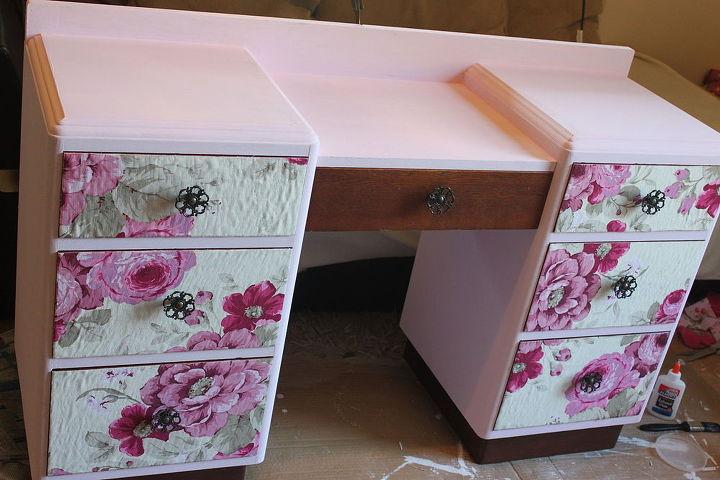 5.Floral Dressing Table via Simphome.com