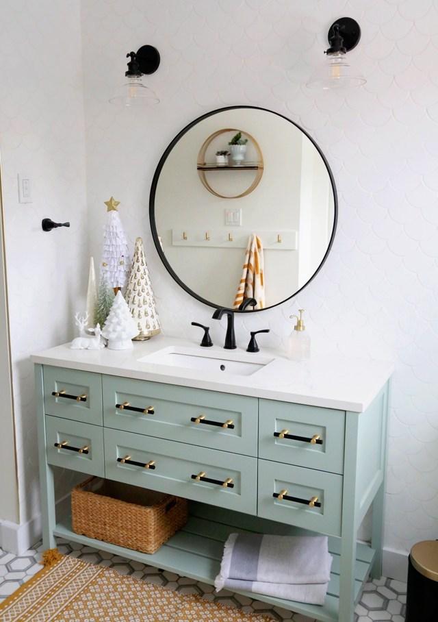 6.Colorful bathroom transformation By Simphome.com