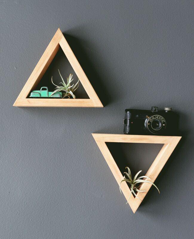 6.DIY Simple Triangle Shelves via Simphome.com