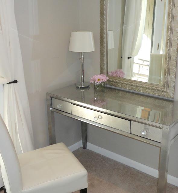 7.Glossy Silver Leaf Dressing Table via Simphome.com