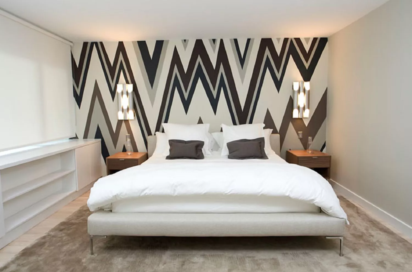 9.Go for a Bold Accent Wall via Simphome.com