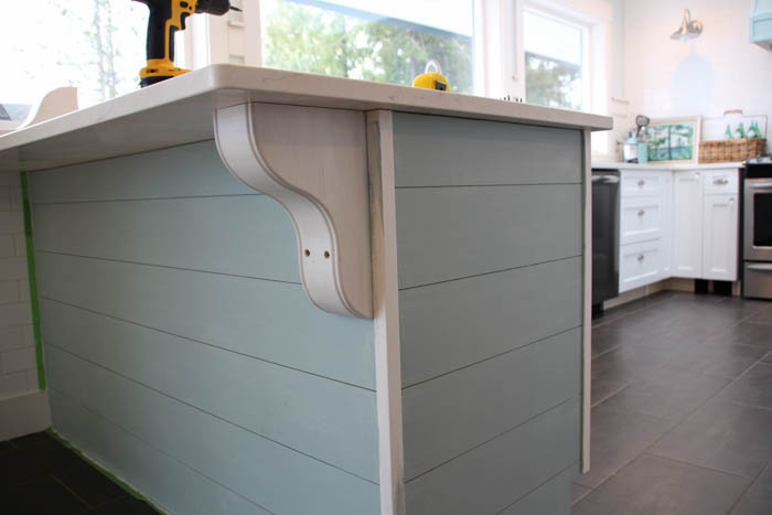 9.Use planks to make your kitchen peninsula stand out via Simphome.com After