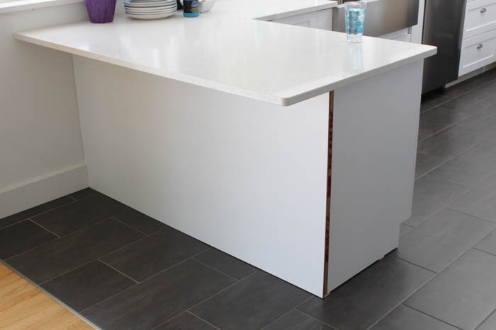 9.Use planks to make your kitchen peninsula stand out via Simphome.com Before