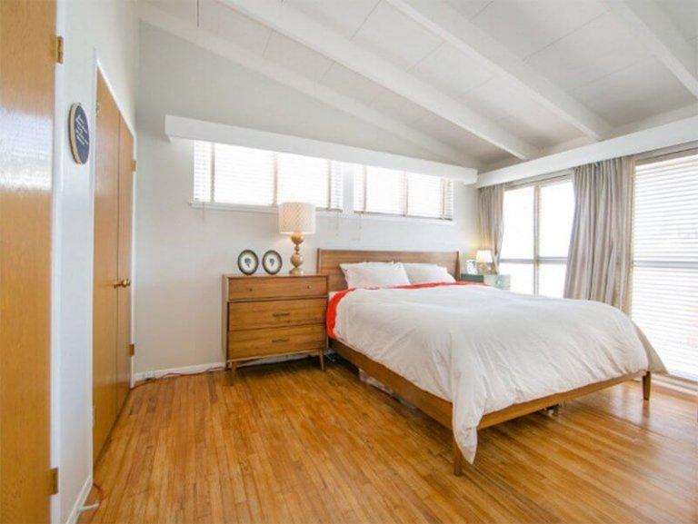 9.Wooden Accent via Simphome.com
