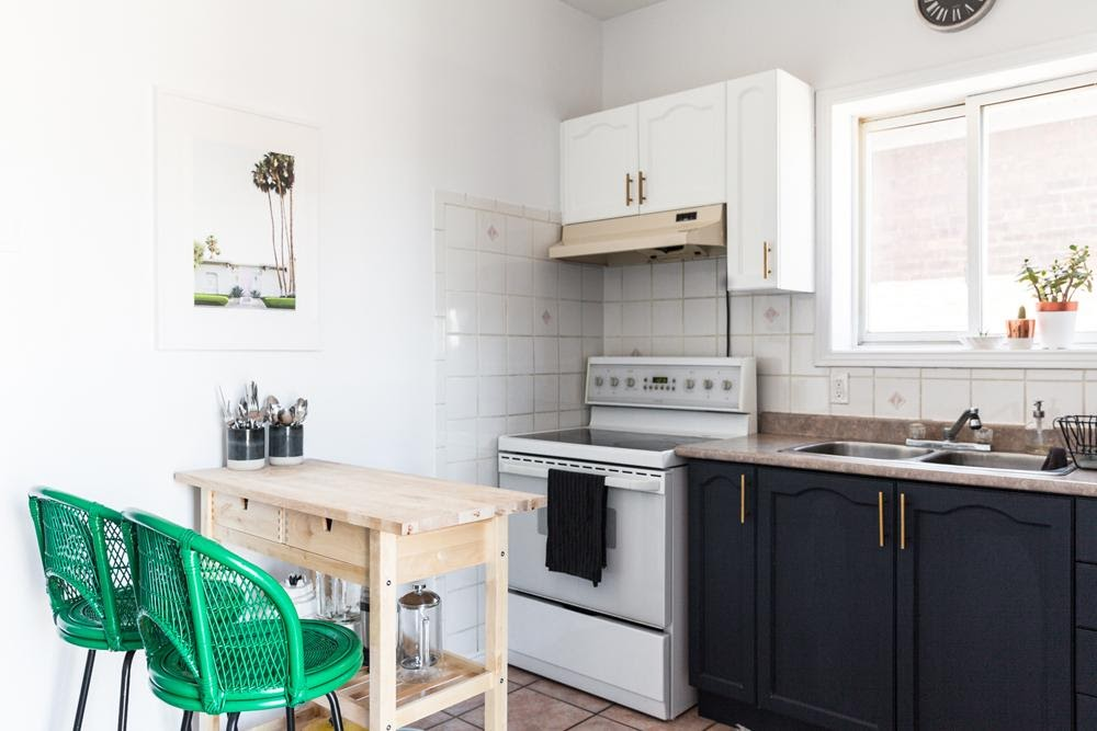 1. Compact sized kitchen by simphome.com