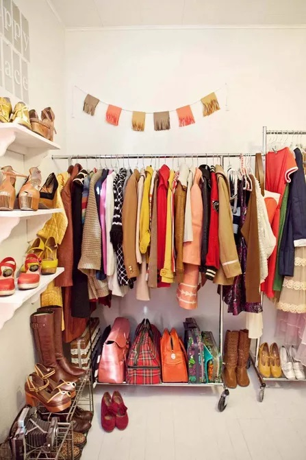 10. Try Clothing Racks at Different Heights by simphome.com