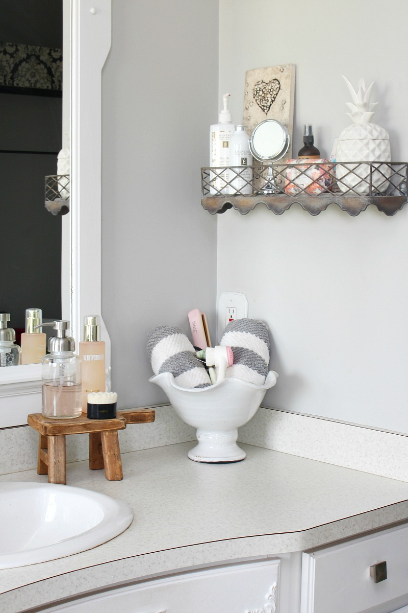 12. Bathroom counter organizatation by simphome.com