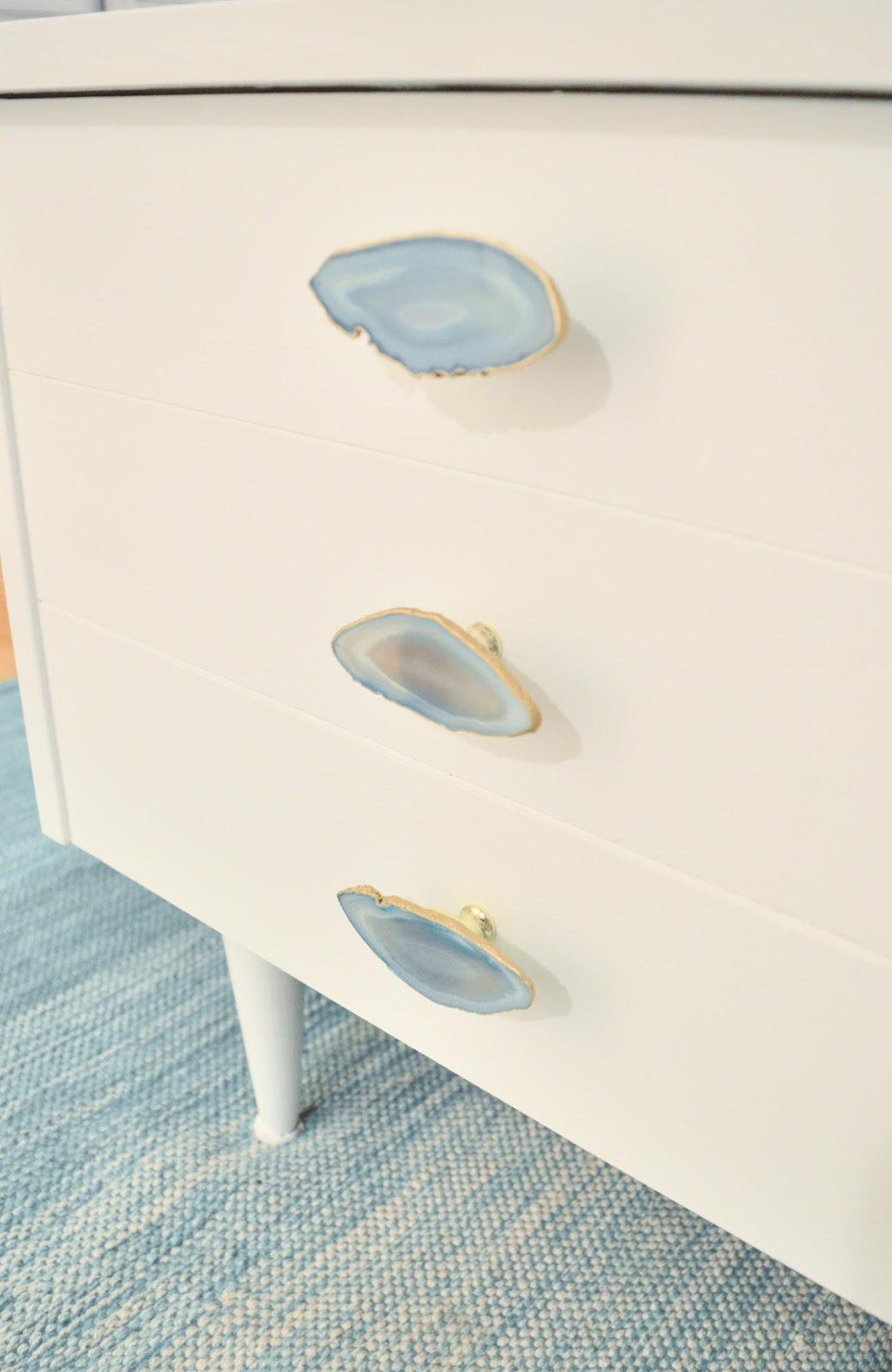 4. DIY Agate Knob by simphome.com
