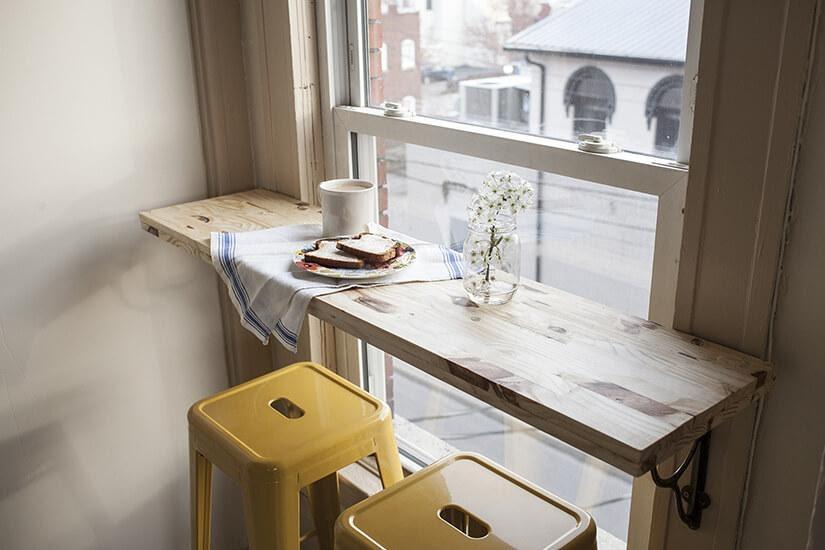 4. Minimalist Apartment Breakfast Bar by simphome.com