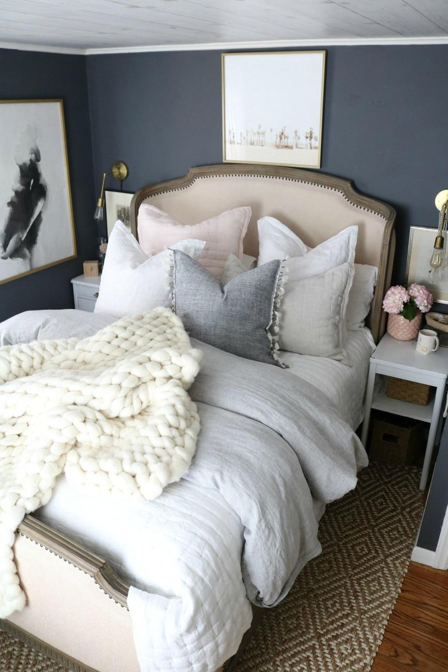 8. Make Your Bedding Fluffy by simphome.com