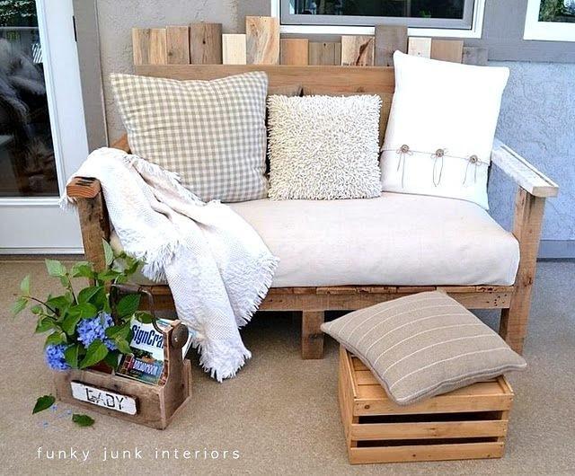 10. Wood Pallet Sofa by simphome.com