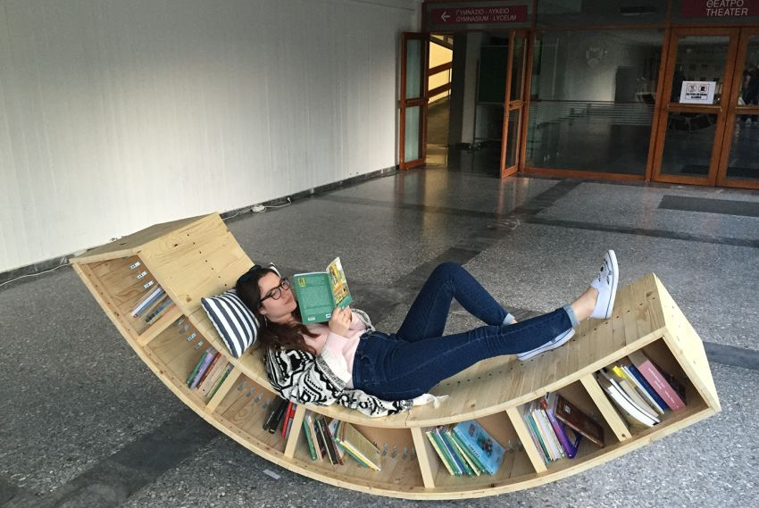 8. Wooden Lounger With Book Storage by simphome.com