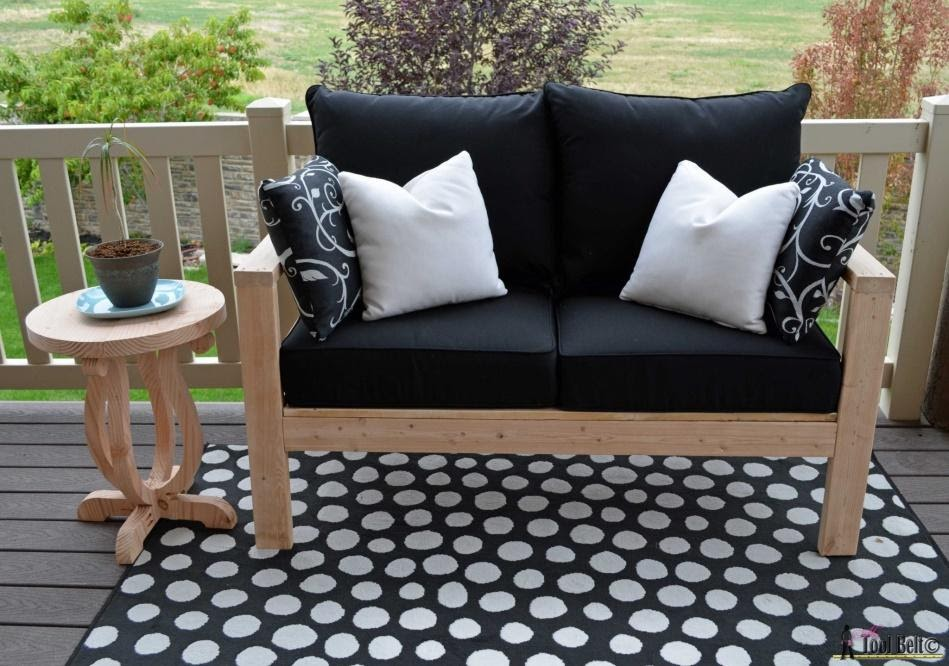 5. Monochrome outdoor seating by simphome.com