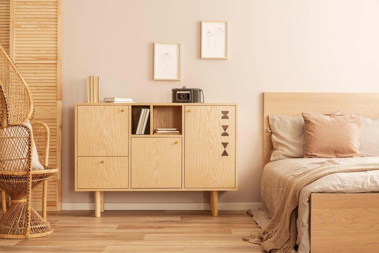 1. De clutter Your Bedroom by simphome.com