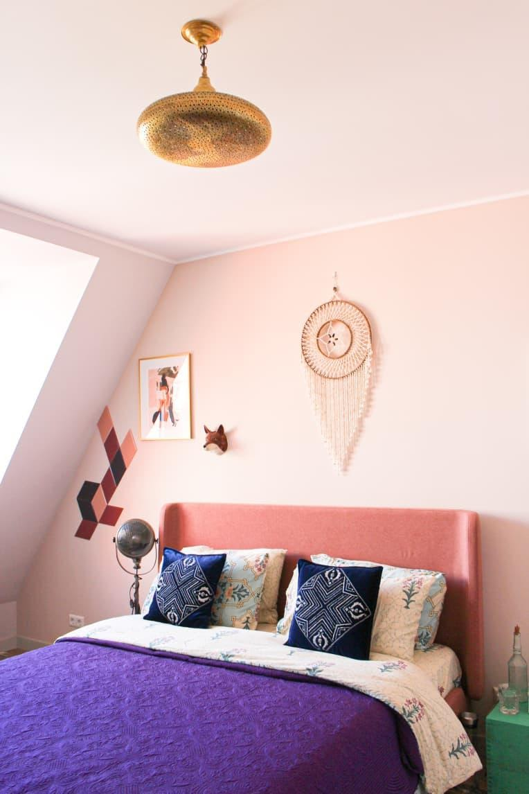 12.Integrate Colorful Bedding Pieces to Make A Statement by simphome.com