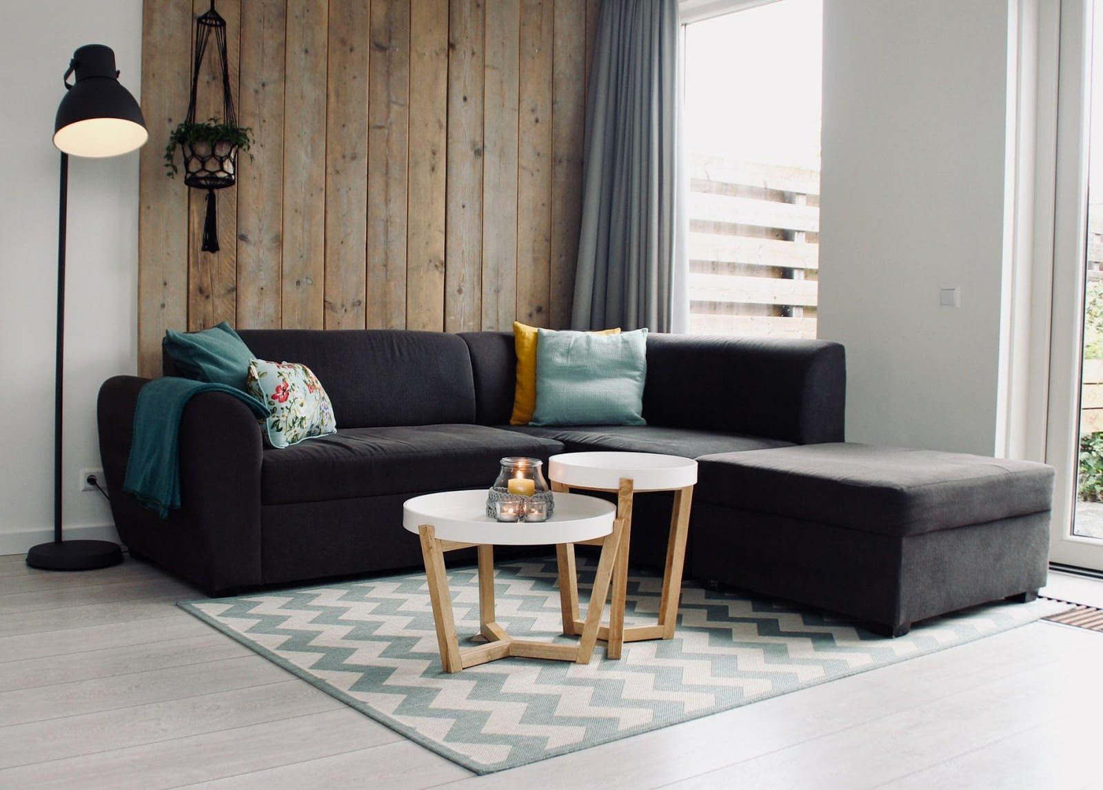 6. Sectionals with Accent Walls by simphome.com