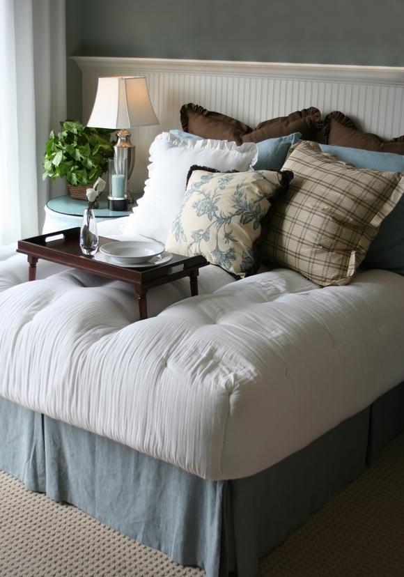 6. Simphome.comFurniture Layout for a Small Square Bedroomimagemyregisteredsite.com